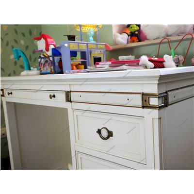 Письменный стол для школьника белый